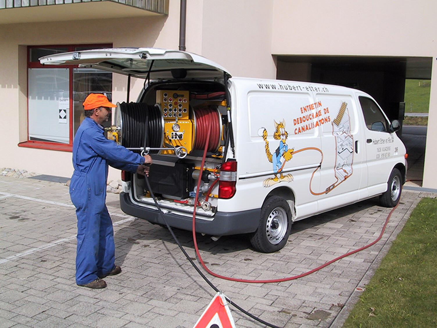Mise en service de notre 1er mini-cureur spécialisé pour l'entretien de canalisations de villas, immeubles, etc.