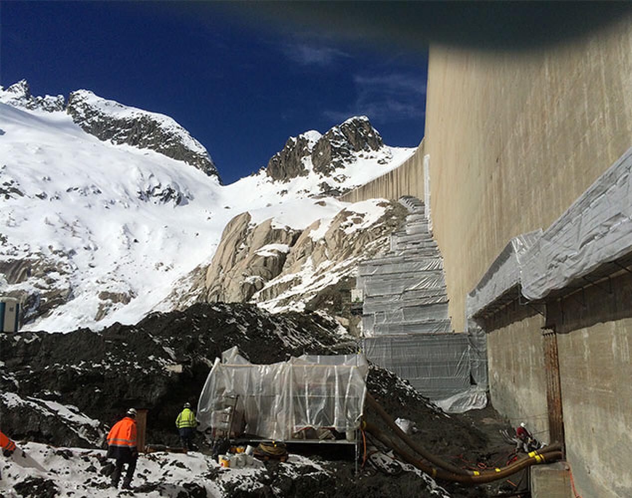 Problème d'étanchéité sur les murs du barrage