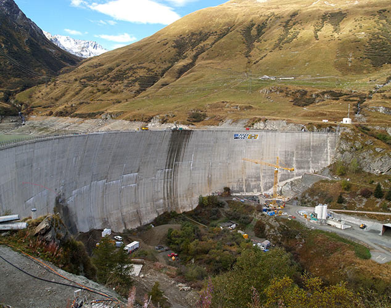 Comfortement du barrage des Toules à Bourg-Saint-Pierre