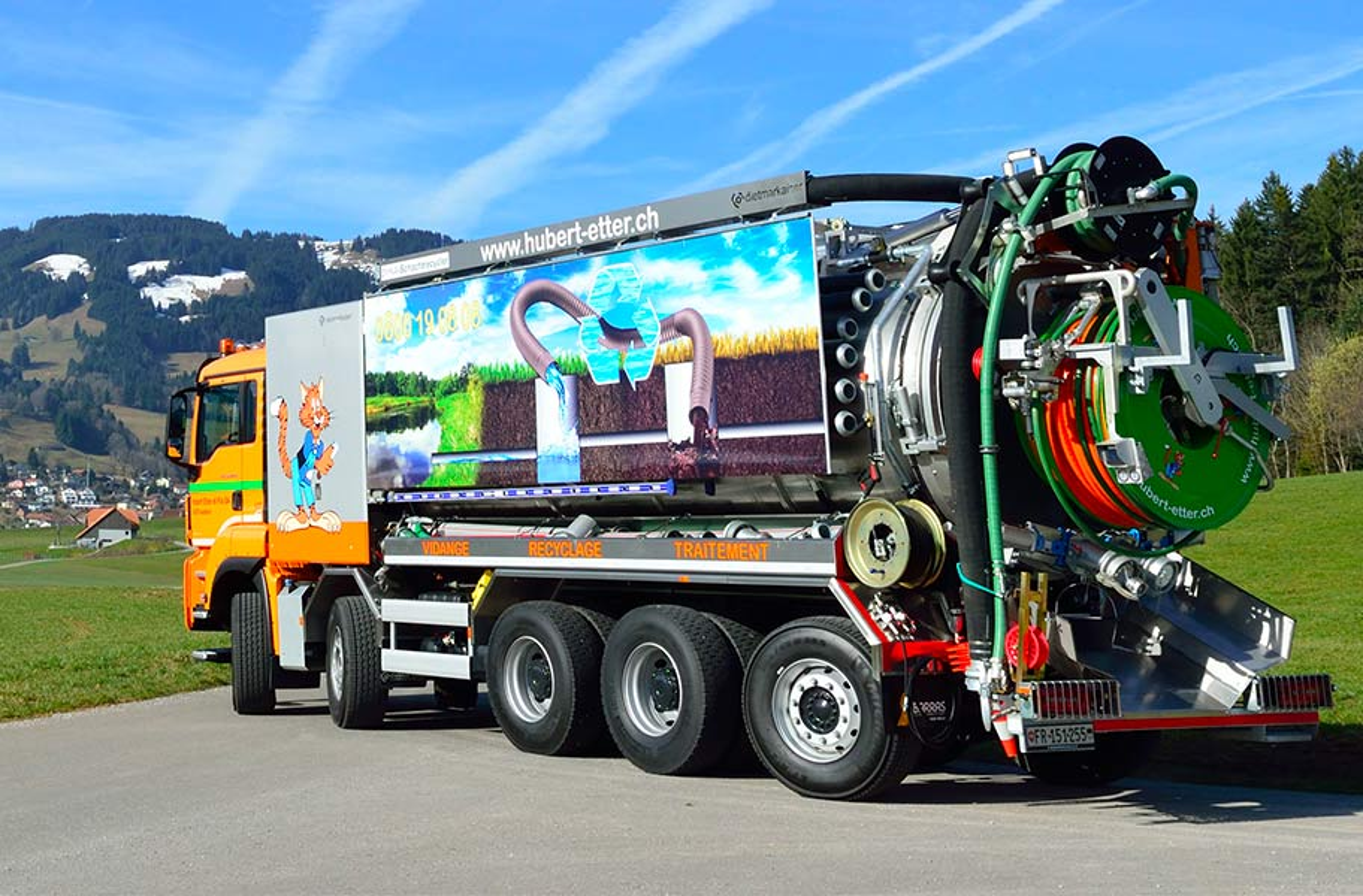 Mise en service d'un camion recycleur équipé d'une installation de traitement des eaux pour la vidange de dépotoirs de route